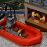 Lego City 60068 - skrýš a člun