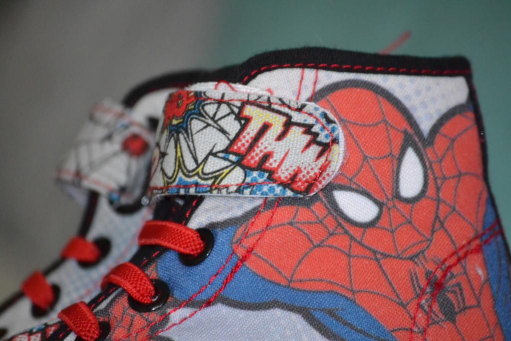 detail spider-mana z vnější strany bot