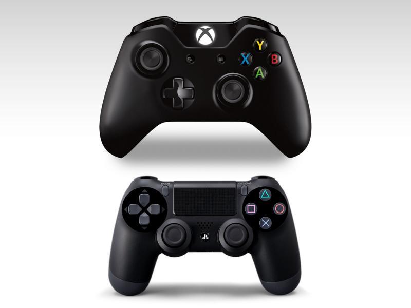 porovnání ovladačů Xbox One a PS4