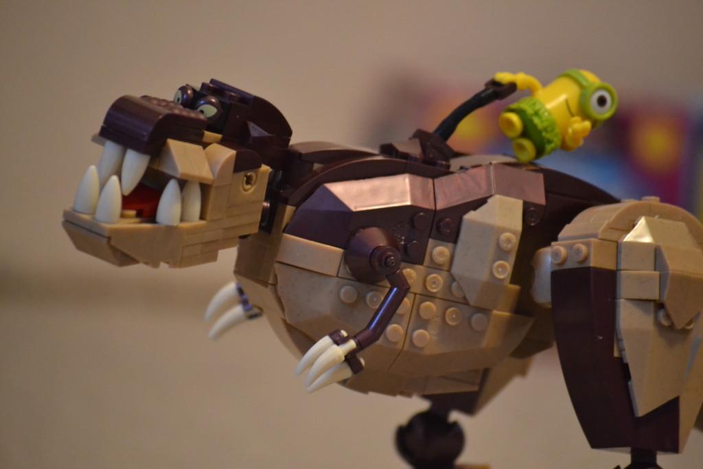 Mega Bloks Rex a Mimoň v detailu