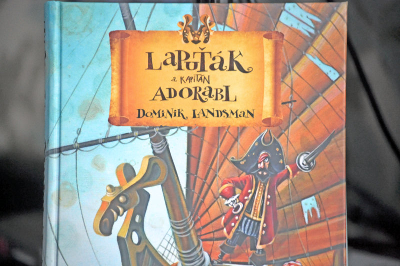 recenze: Lapuťák a kapitán Adorabl